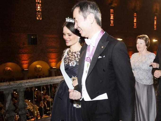 Gravida prinsessan Sofia syns till innan hon lämnar festen tidigt. Foto: Anna-Karin Nilsson