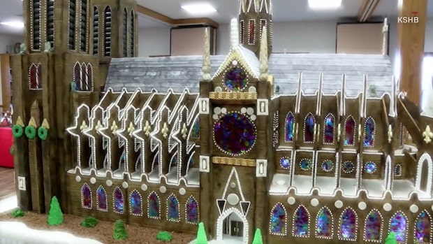 Se Notre-Dame som pepparkakshus