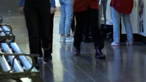 Stökig elev lyftes ut ur klassrum – fick 25 000