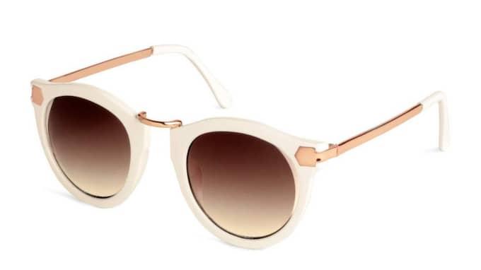 Vita solglasögon från H&M, 70 kronor.