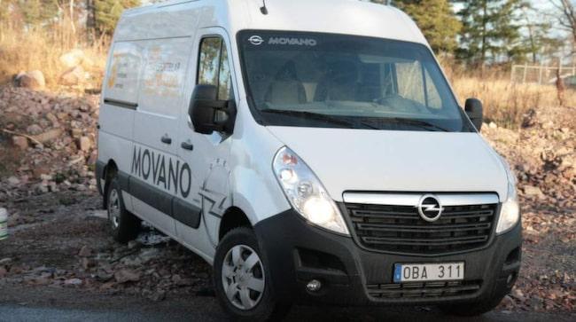 Opel Movano imponerar med luftfjädrad förarstol, backkamera och drivlina med väldigt bra växellåda och bränsleffektiv motor.