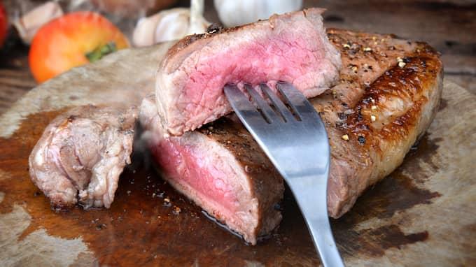 Kött borde inte förknippas med styrka, utan svaghet och sjukdom, skriver Pelle Strindlund. Foto: Colourbox