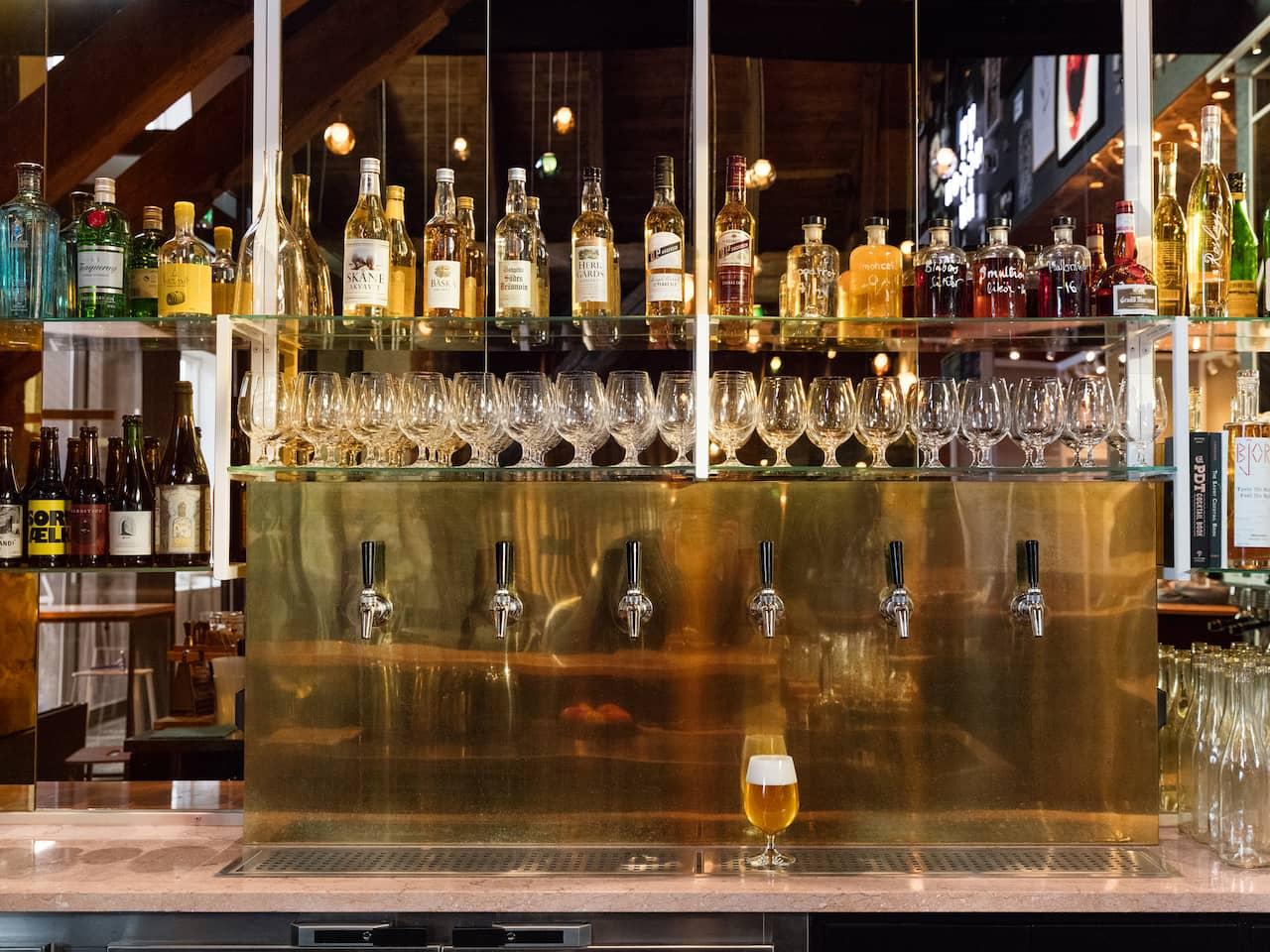Spritmuseum r ett museum om den svenska alkoholkulturen fr n parkb nk till cocktailparty h r ser du baren