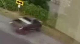 Polisen jagar misstänkt – då kör han rakt ut för ett stup