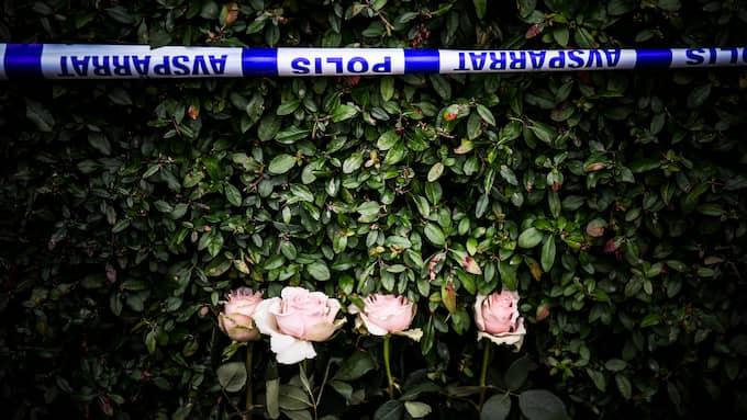 Två dagar efter att familjen hittades i villan är den fortfarande avspärrad. Foto: JENS CHRISTIAN