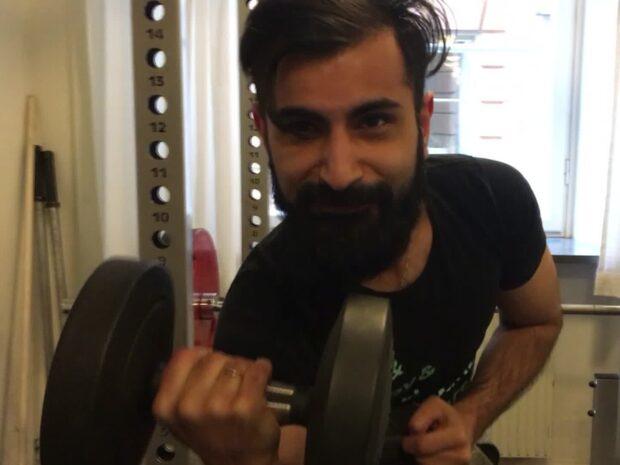 Bara politik: Hanif Bali guidar i riksdagens gym