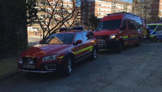 Polis, räddningstjänst och ambulans är på plats. Foto: Joakim Magnå
