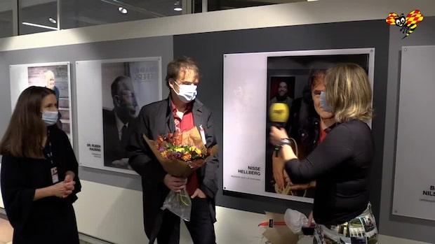 Här får Nisse Hellberg pris för Årets Skåning