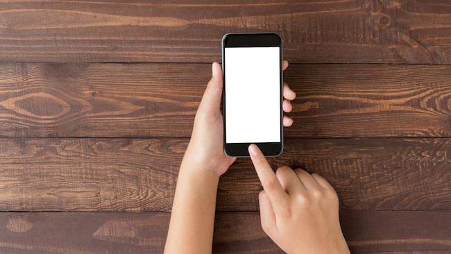 Tinder-experten Meredith Golden tipsar bland annat om att sända ut positiva vibbar, både i text och bild på dejtingappen.