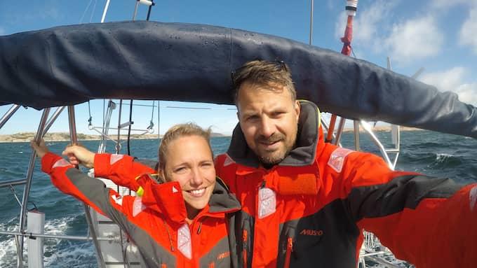 Lisa Lindeberg, 29, och Oskar Olausson, 36, seglar jorden runt i tre år. Foto: PRIVAT