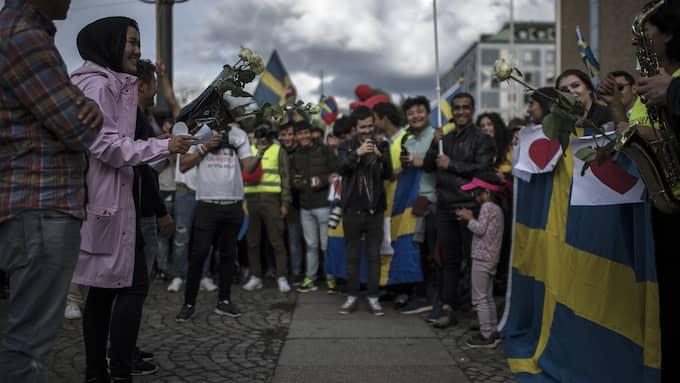 En större grupp afhganska ungdomar demonstrerar för sin rätt till asyl på Medborgarplatsen i Stockholm Foto: CHRISTOFFER HJALMARSSON