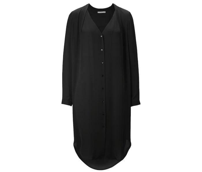 7e3479a919e Lång och skön klänning från Wera med knappar framtill och fall i ryggen,  599 kr, Åhléns.