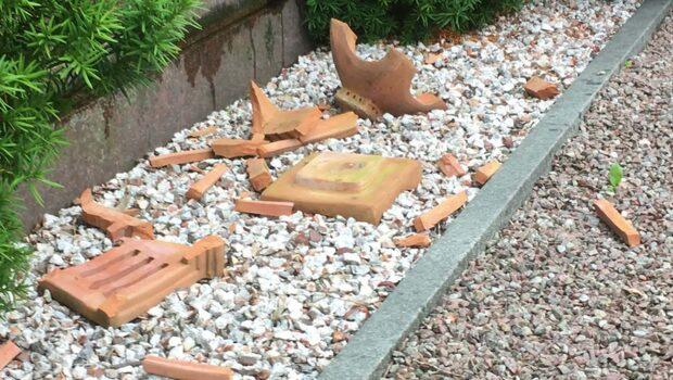 Kattarps kykogård vandaliserades – 50 gravstenar vältes