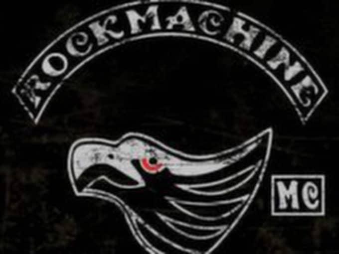 Den skjutne mannen knyts enligt flera uppgiftslämnare till det internationella mc-gänget Rock machine som etablerades i Sydsverige 2012.