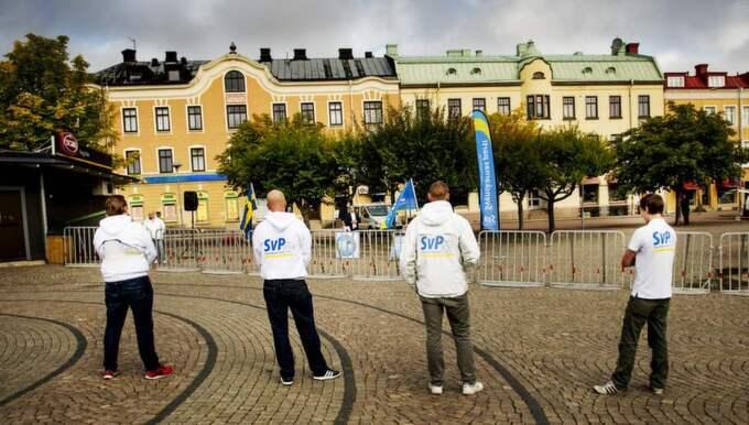 Svenskarnas parti besökte torget i Åmål. Ingen såg. Foto: Jens L'Estrade