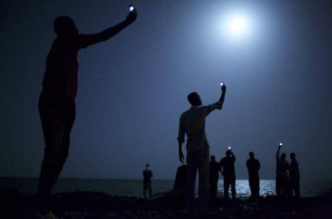 John Stanmeyer arbetade med ett uppdrag för National Geographic när han tog bilden av migranter på stranden i Djbouti city. För den vann han priset World Press Photo of the Year.