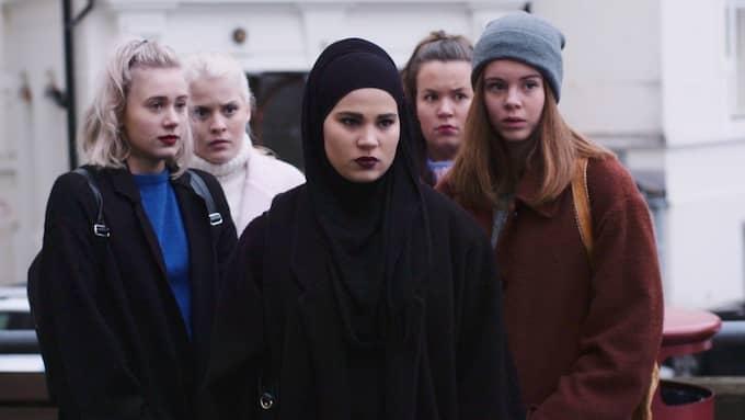 """Huvudkaraktärerna i """"Skam"""": Noora, Vilda, Sana, Chris och Eva. Foto: NRK"""