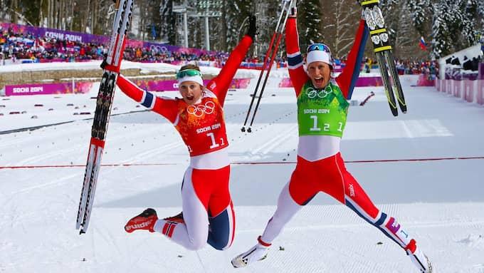 Glädjeyra efter att Ingvild Flugstad Østberg och Marit Bjørgen vunnit teamsprinten i OS 2014. Foto: IMAGO SPORTFOTODIENST / IMAGO/XINHUA IMAGO SPORTFOTODIENST
