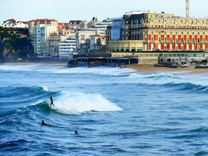 Därför behöver du inte resa ända till franska Biarritz vid Atlantkusten om det är så att du vill surfa.