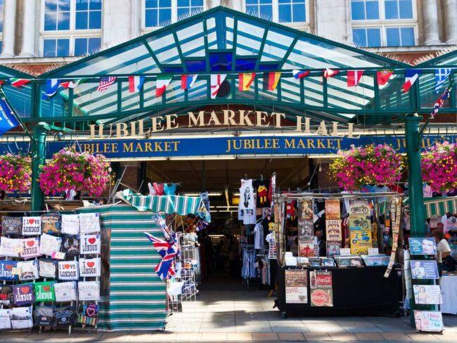 Covent Garden Market är ett stort varuhus i området.