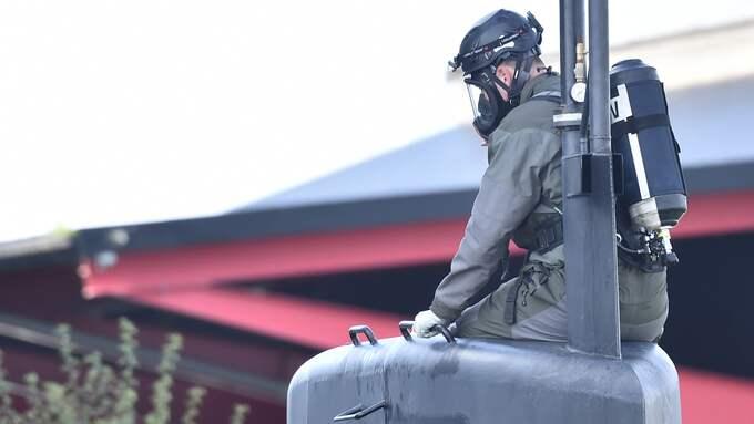 En person förbereder sig för att gå ner i ubåten. Foto: / Christian Ornberg