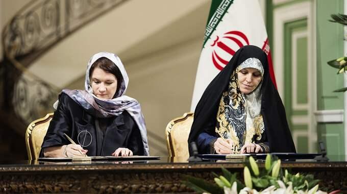 Handelsminister Ann Linde och Shahindokht Molaverdi i Iran. Foto: Anna-Karin Nilsson