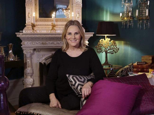 Birgitte Söndergaard är numera konstnär på heltid. I hennes lägenhet på Östermalm är det mycket färg som gäller.