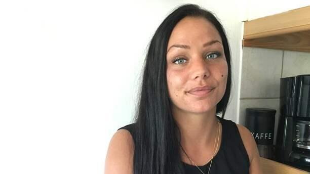 """""""Jag uppmanar alla som tänker tatuera bryn att de tar reda på i förväg så personalen på salongen är seriös och skicklig"""", säger Josefin. Foto: Sveriges Radio/Sofia Sidén"""