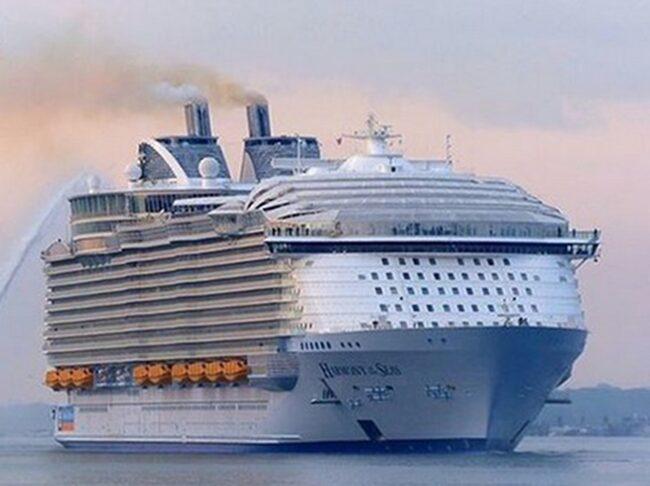 Det 120 000 ton tunga fartyget tog tre år att bygga och välkomnar sina första officiella passagerare den 22 maj.