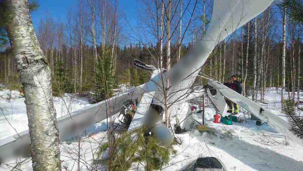 En med livshotade skador efter flygkrash