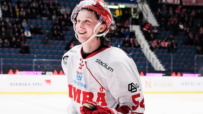 Jonathan Dahlén hyllas för sin klubbkänsla. Foto: ERIK SIMANDER/TT / TT NYHETSBYRÅN