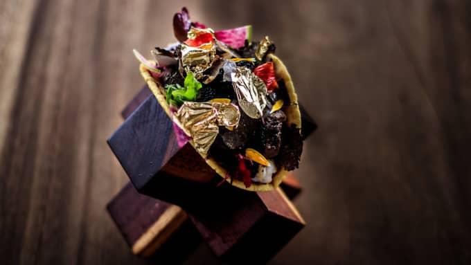 Denna lyx-taco innehåller bland annat räkor, Kobebiff, tryffel och rysk kaviar, toppat med guldflingor. Den kostar 25 000 dollar, ungefär 225 000 svenska kronor. Foto: / LOSCABOSMEXICOBLOG.COM
