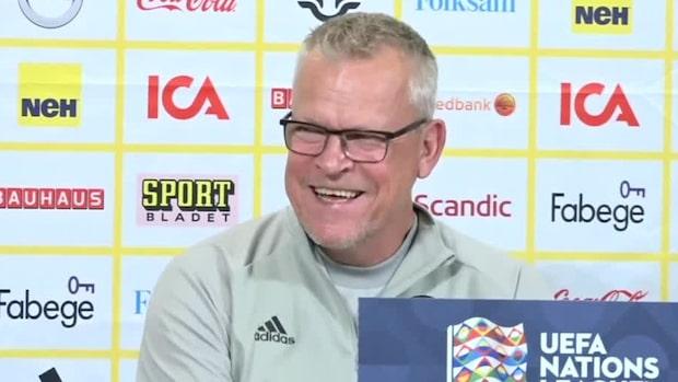 Här brister Janne Andersson ut i skratt –efter frågan