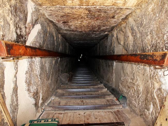 Nu är det alltså möjligt att besöka kamrarna i pyramiden.
