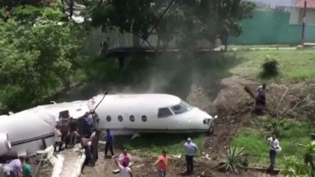 Privatplan gick av på mitten efter krasch i Honduras