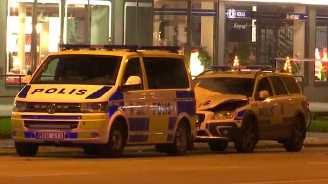 En polisbil sprängdes i Malmö på fredagskvällen. Foto: Mikael Nilsson