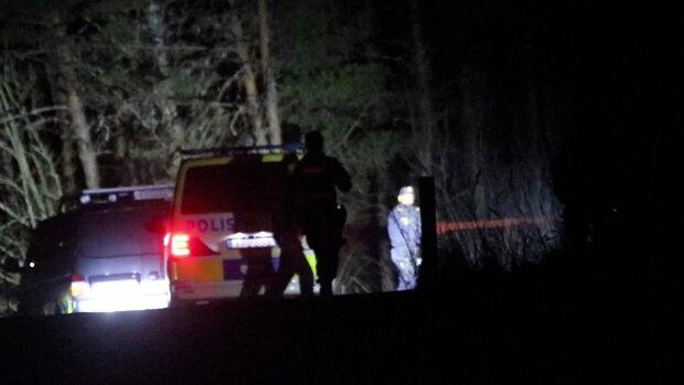 Tre döda i brinnande bil utanför Uppsala