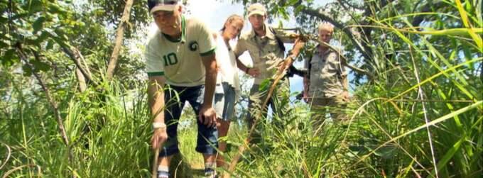 """Glenn Hysén i Tanzania i tv-serien """"Fridlyst"""" som sändes tidigare i år. I bakgrunden dottern Annie Hysén och programledaren Mattias Klum."""