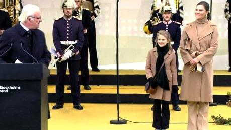 Kungens blinkning åt Estelle och kronprinsessan vid invigningen