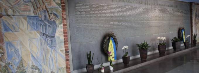 I byggnaden Tre vapen finns en vägg med namnen på alla som dött i olyckor inom flygvapnet. Foto: Lisa Mattisson
