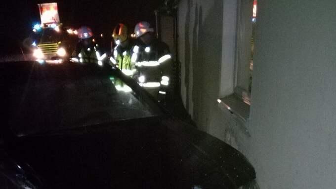 Familjens två små söner hade just lagt sig när en hög smäll hördes i huset. En bil hade kraschat rakt in i familjens villa. Foto: Privat