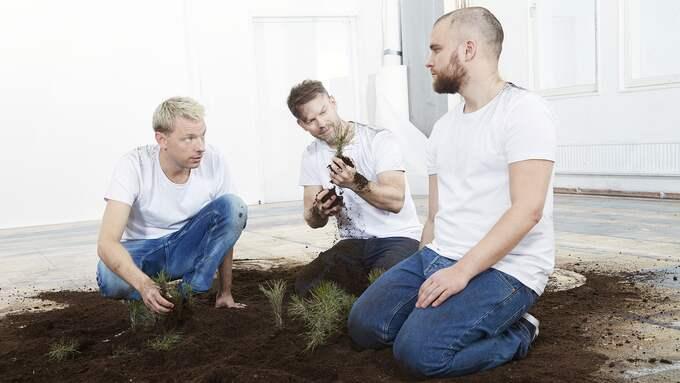 """Mattias Brunn, Mårten Andersson och Victor Wigardt i """"Landet inuti"""". Foto: MARTIN BRUNN"""