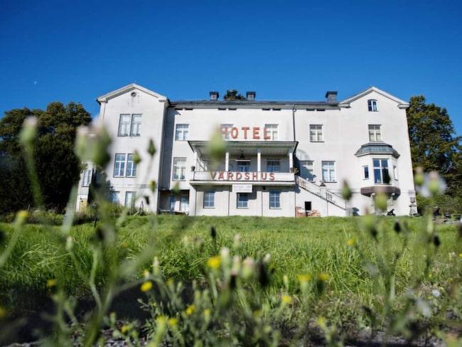 På Hotell Stenkullen kostar ett dubbelrum för två 1 500 kronor per natt, inklusive frukost.