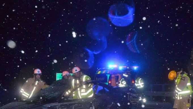 En bilist fick sladd och körde in i mitträcket på E6:an utanför Uddevalla vid midnatt mellan torsdag och fredag. Foto: Foto: Mikael Berglund/Nyhetersto.se