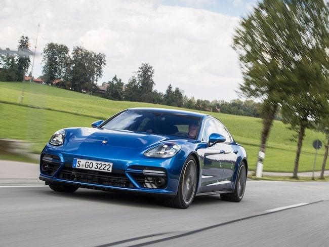 Svenska bilköpare som beställt en Porsche-diesel har erbjudits annan bil.
