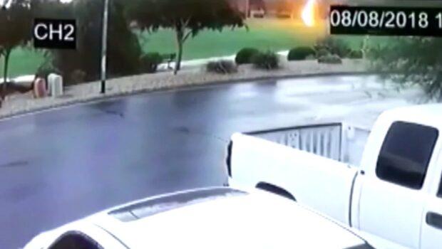 En tonåring från Arizona träffades av blixten