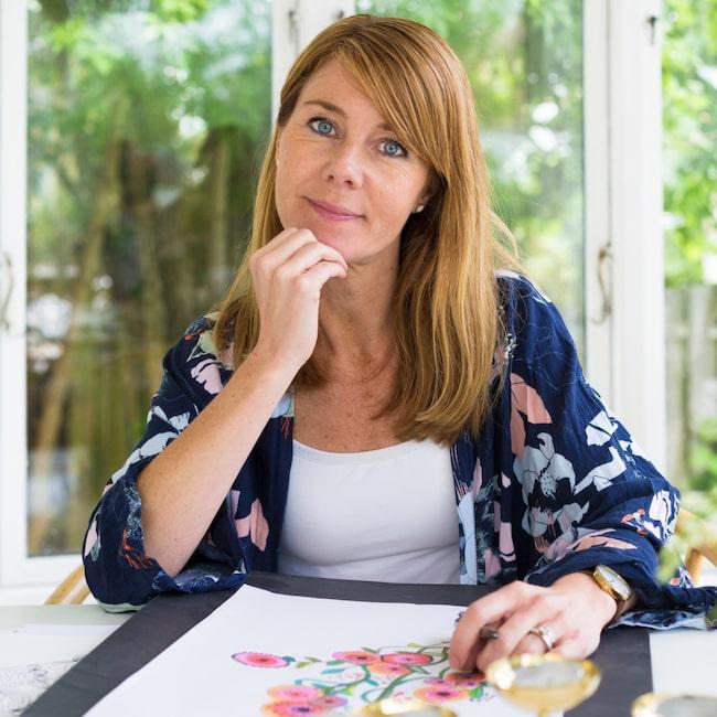 <span>Populär! Konstnären Karolina Palmér målar färgstarka tavlor i akvarell, akryl och tusch.</span>