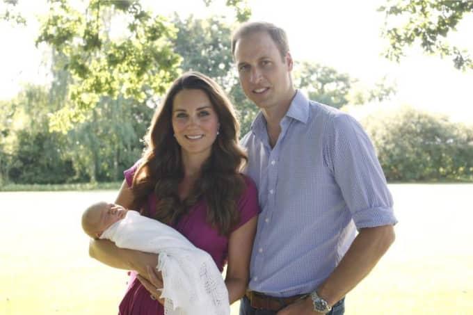 Så här glada var Kate och William efter att prins George kom till världen i juli 2013. Foto: Alpha Press
