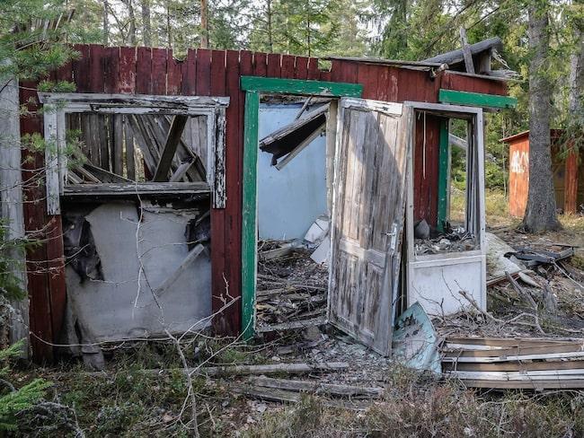 De övergivna husen i spökstaden är så förfallna att man har svårt att förstå att någon bott här en gång i tiden.