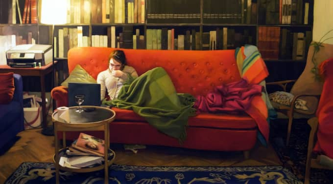 Den röda soffan (bilden är beskuren). Foto: Marc Broos